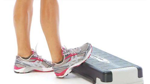 Bài 3: Đứng kéo giãn bắp chân – Calf Stretch On Step